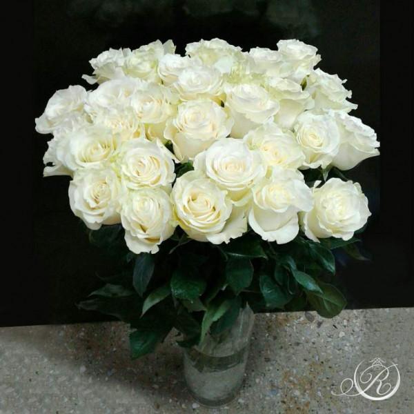 Букет из 25 белых роз  с доставкой