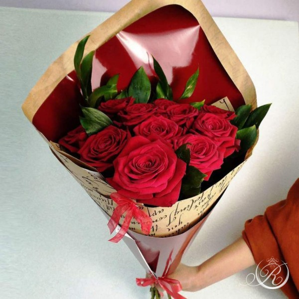 Букет из 11 красных роз заказать с доставкой