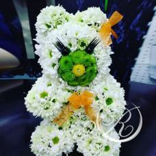Фигура Мишка из хризантем