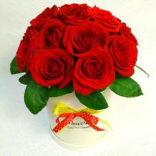 Букет в коробке из 15 красных роз