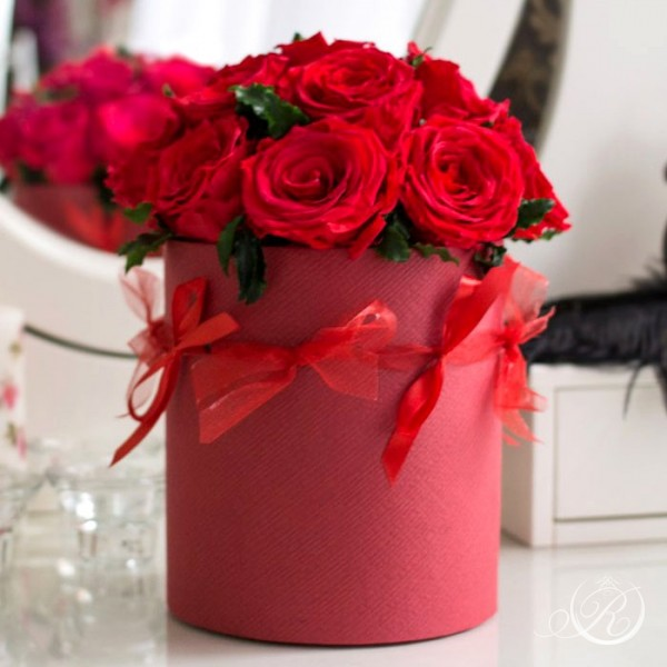 "Алые розы в шляпной коробке ""Red box"""
