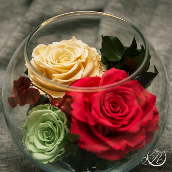 Три розы в большом шаре