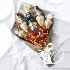 Мужской букет с орешками и рыбой